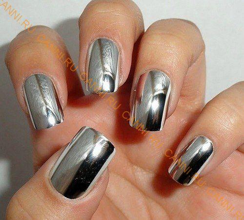Серебряная втирка на ногтях фото